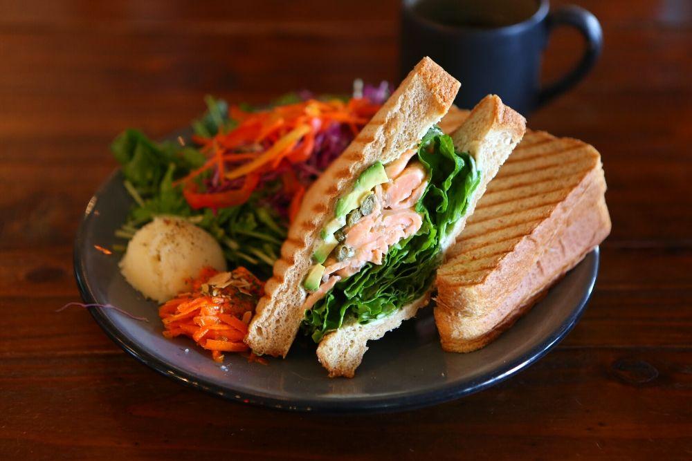 ボンゴアンドアンカーのサンドイッチ