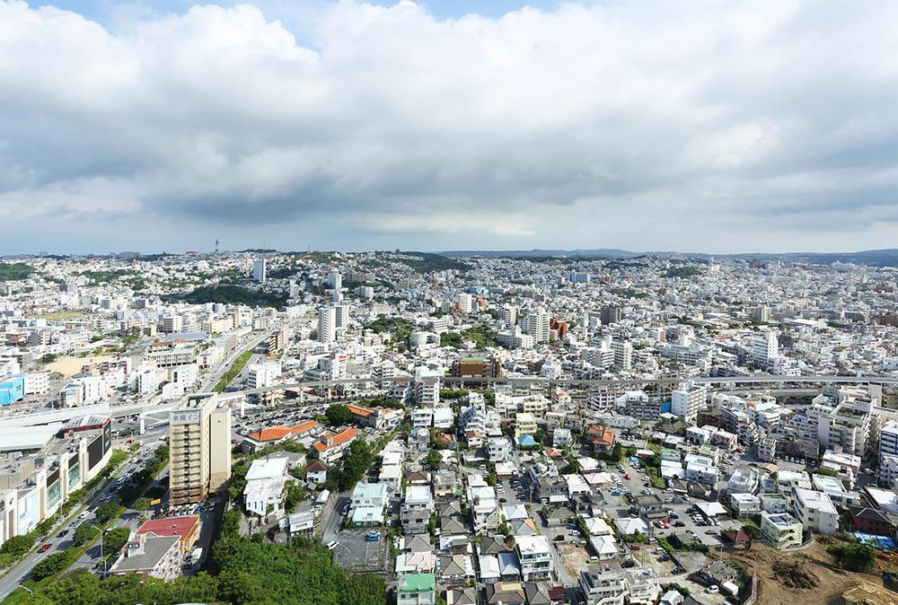 那覇市の新都心を見下ろす