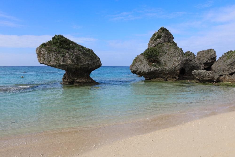ニライビーチの岩