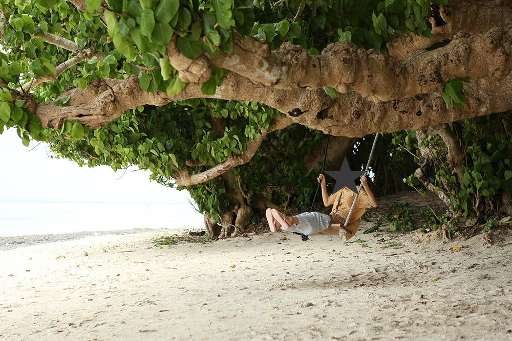 カイジ浜にあるブランコ