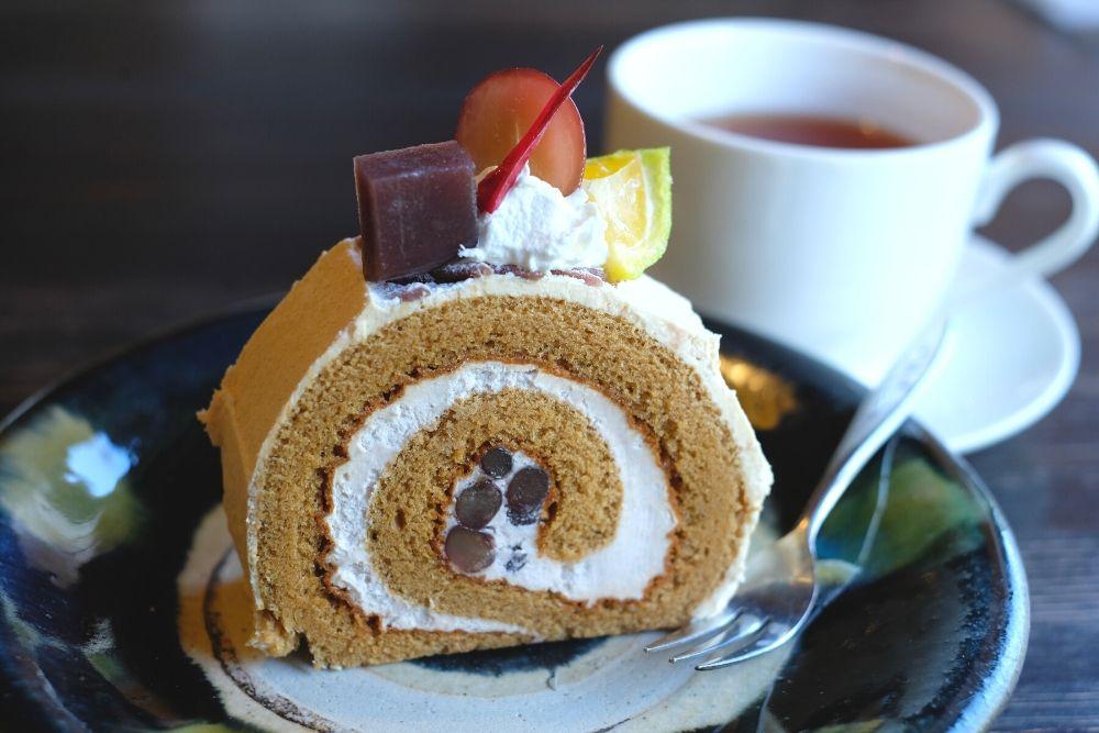 黒みつのロールケーキ