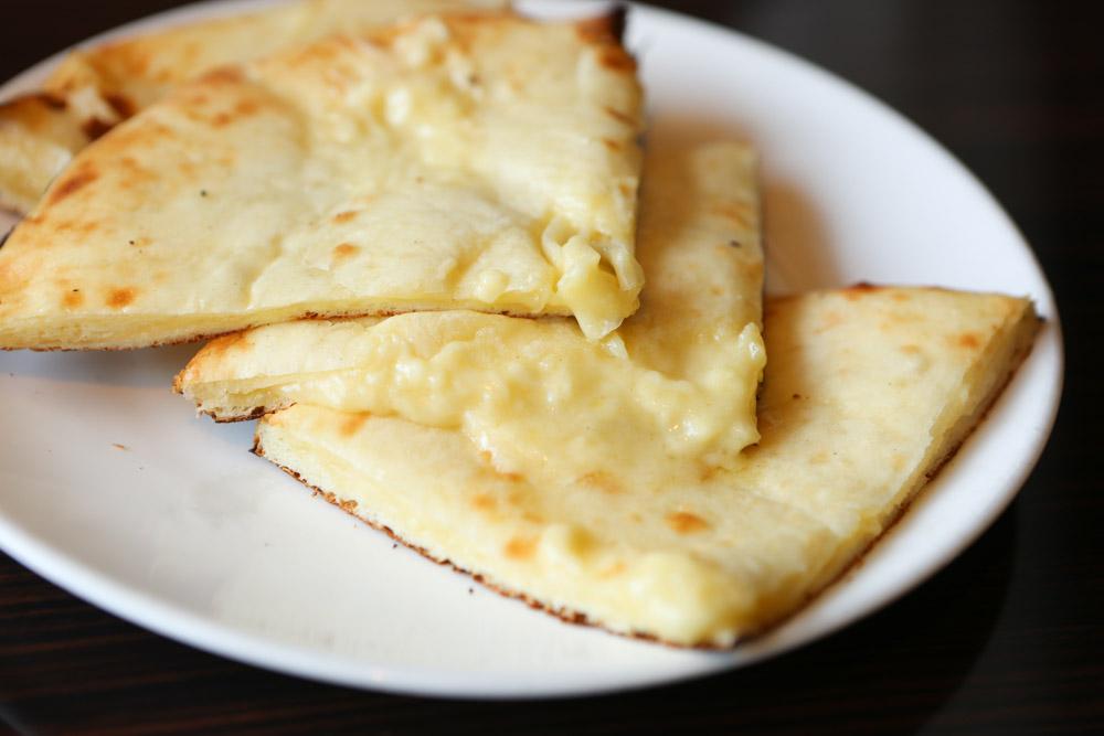 チーズ入りのナン