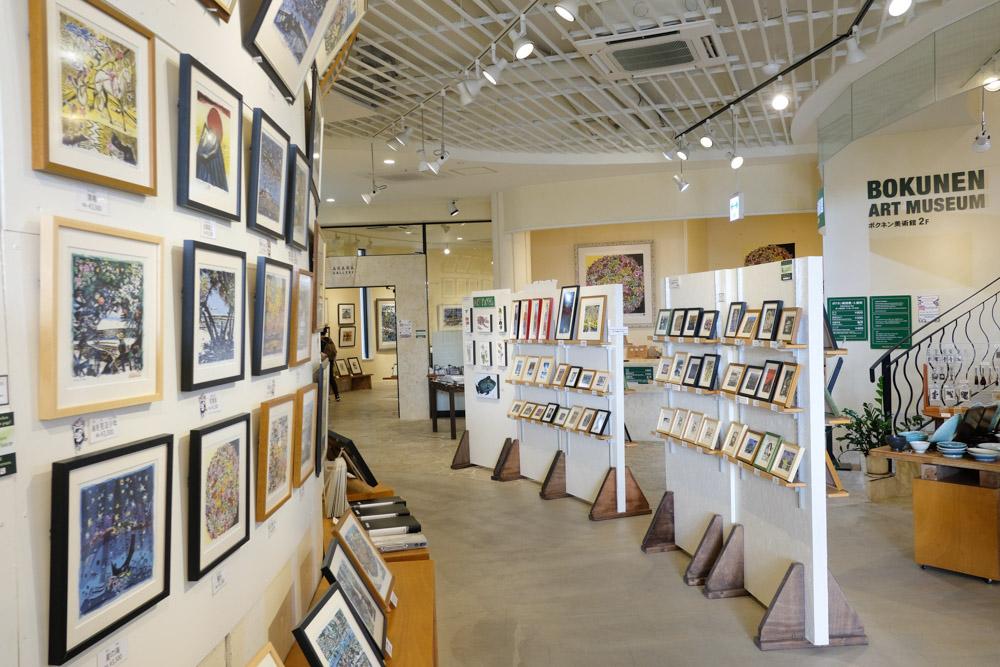 ボクネンの作品が展示されているアカラギャラリー