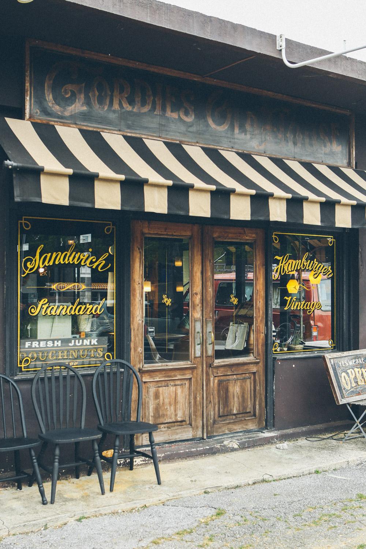 嘉手納のカフェ、ゴーディーズの店構え