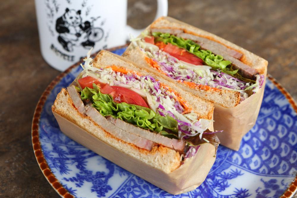 北谷のカフェでランチ サンドイッチ