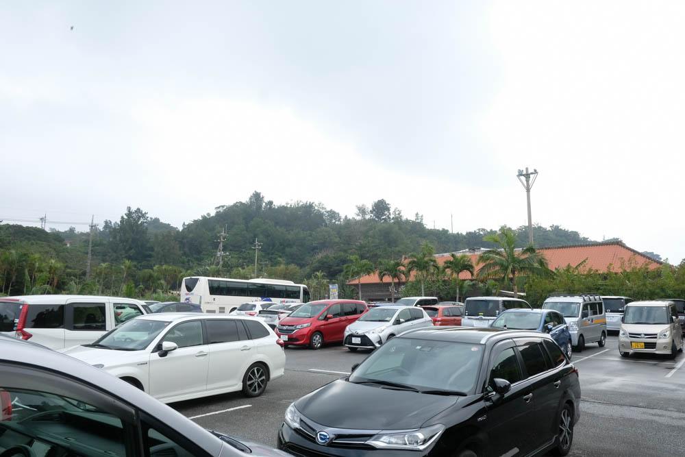 琉球村の駐車場