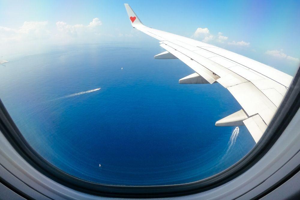 那覇空港への飛行機