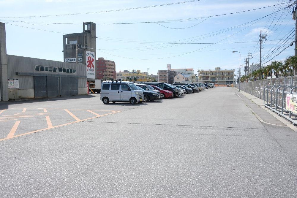 ホエールウオッチングツアーの駐車場