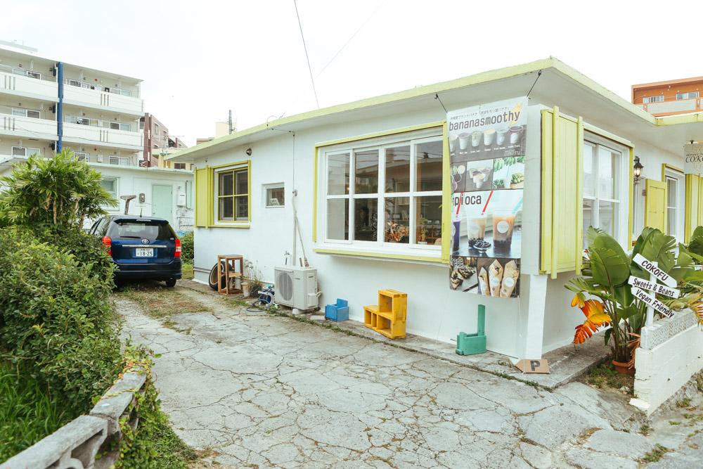 浦添カフェ ココフの駐車場
