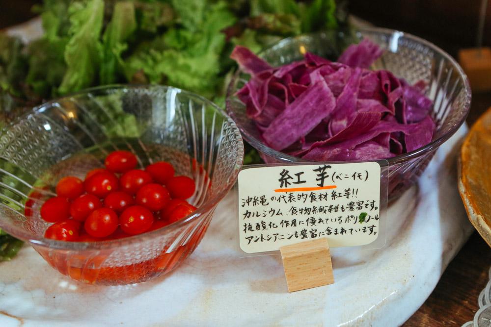紅芋など沖縄食材が豊富