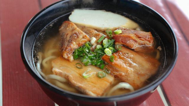 もとぶ熟成麺 / ウミカジテラスで本格沖縄そばが食べられる