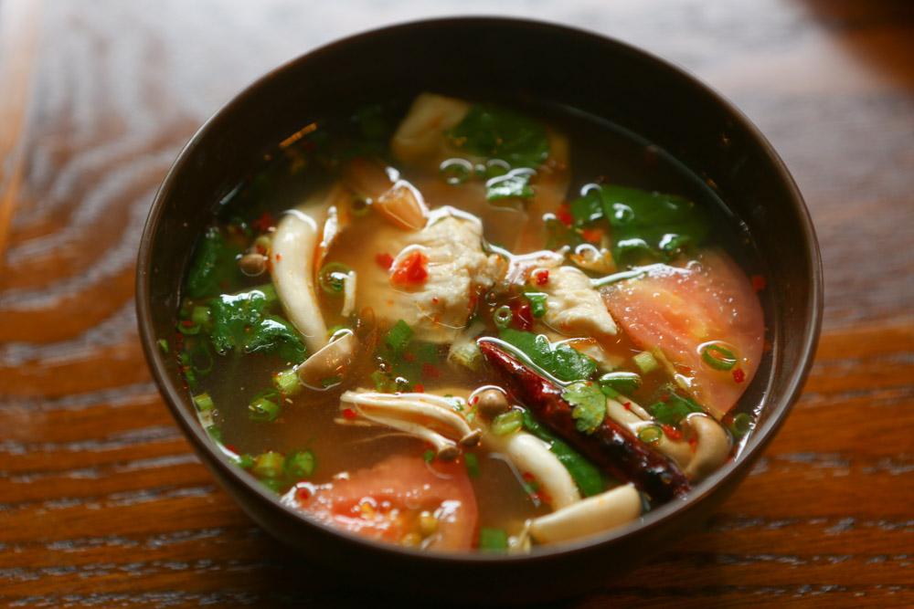 ソムチャイのトムヤムクンは野菜いっぱい