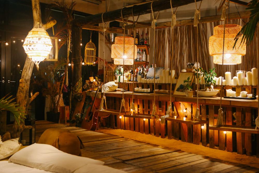 沖縄県北谷町美浜のジャングリラカフェ