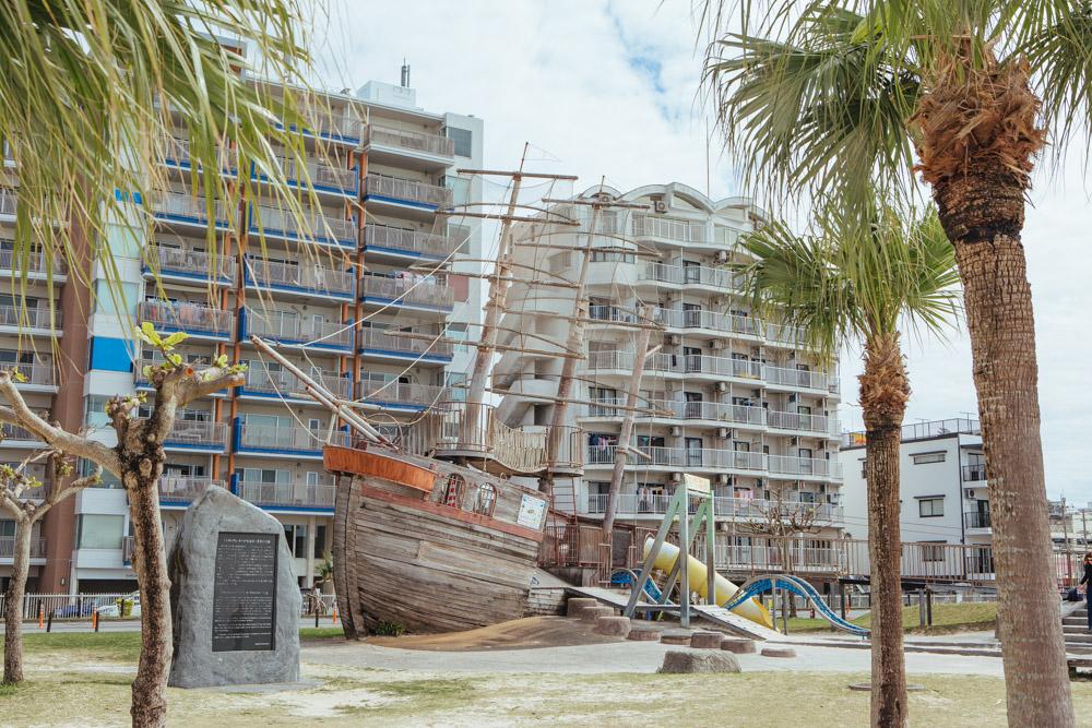 アラハビーチの海賊船