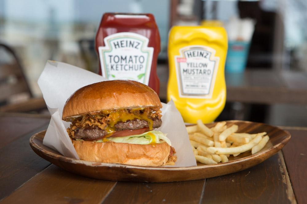 北谷バーガーベースアタビーズのハンバーガー
