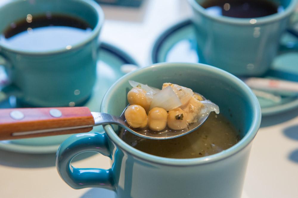 那覇のバイミースタンドのモーニングスープ