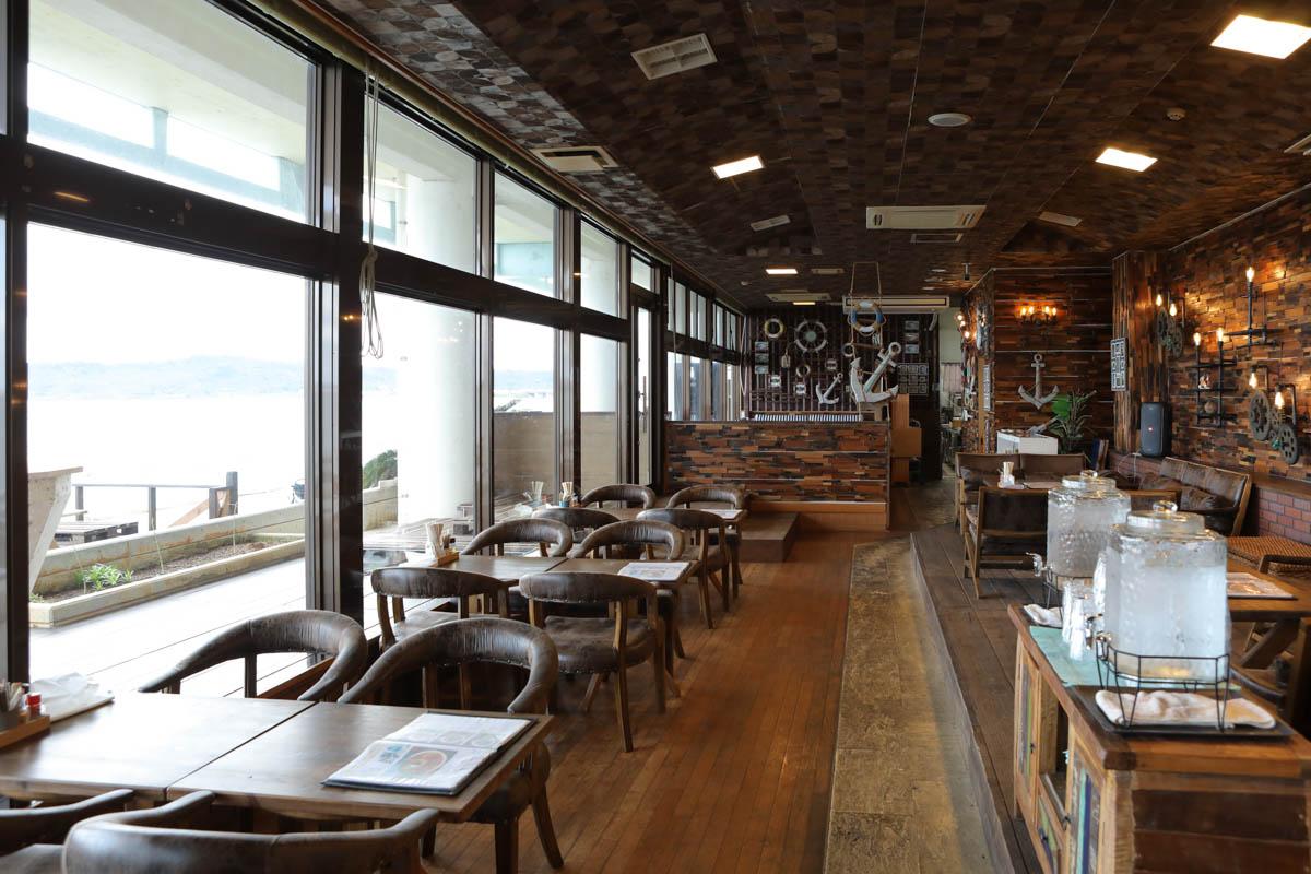 全席オーシャンビューの海中茶屋