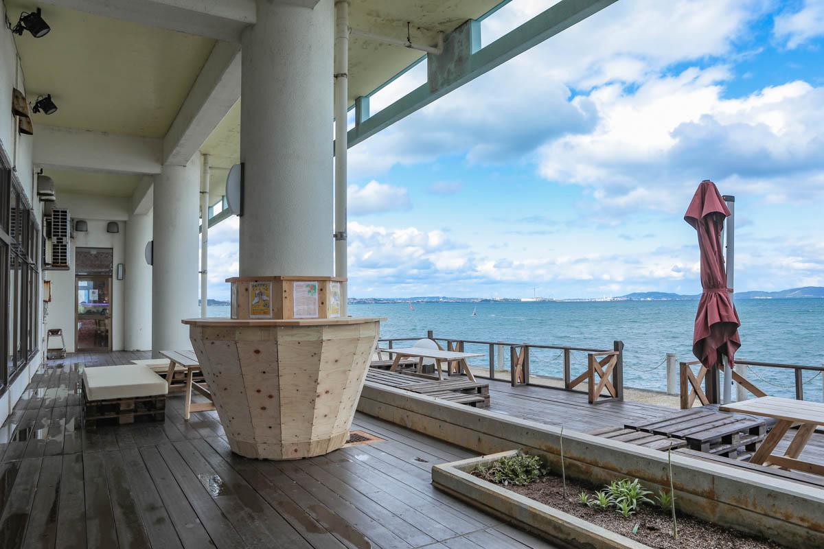 海中茶屋のテラス席