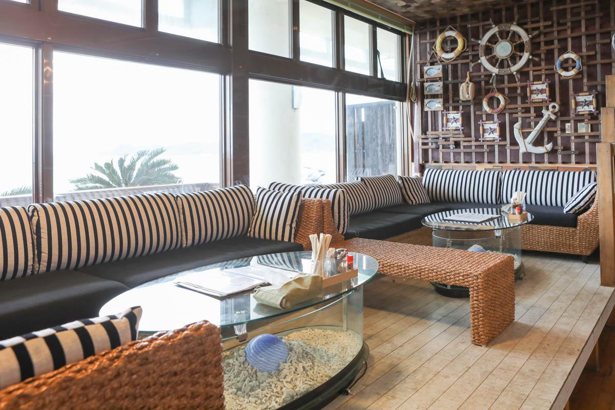 海中茶屋のソファ席