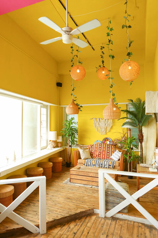 ビタミンカラーで可愛いカフェ