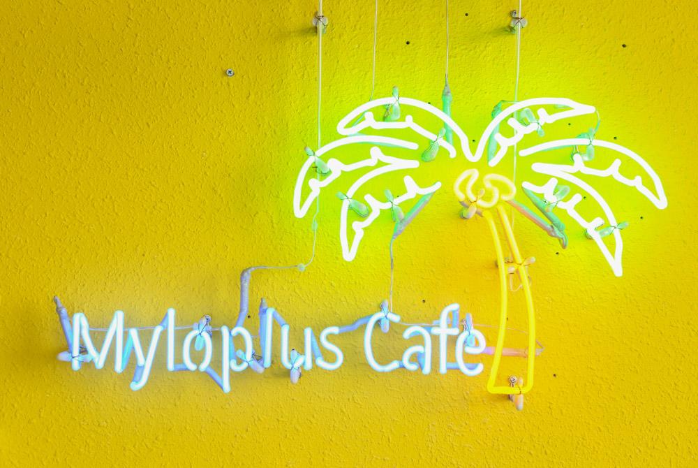 マイロプラスカフェのサイン(看板)