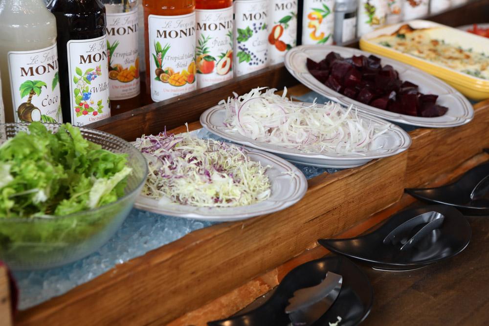 前菜バイキングのサラダ