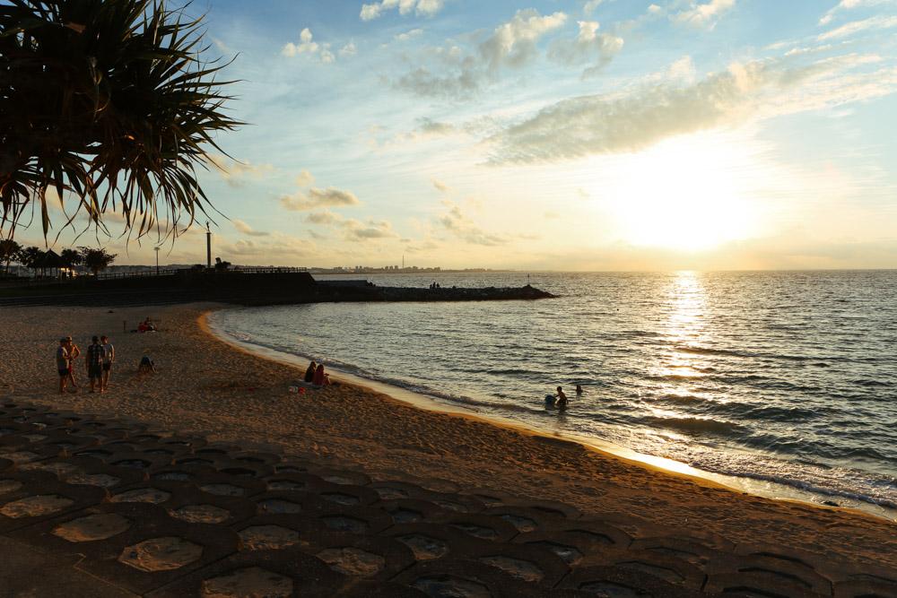 日が沈みかけのサンセットビーチ