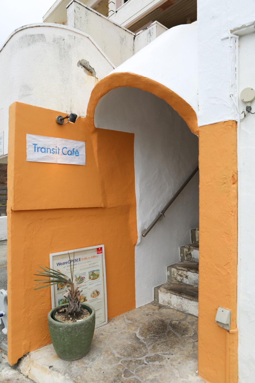 トランジットカフェの入り口
