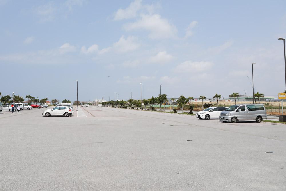 美々ビーチの駐車場