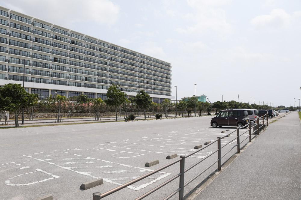 公園側の駐車場