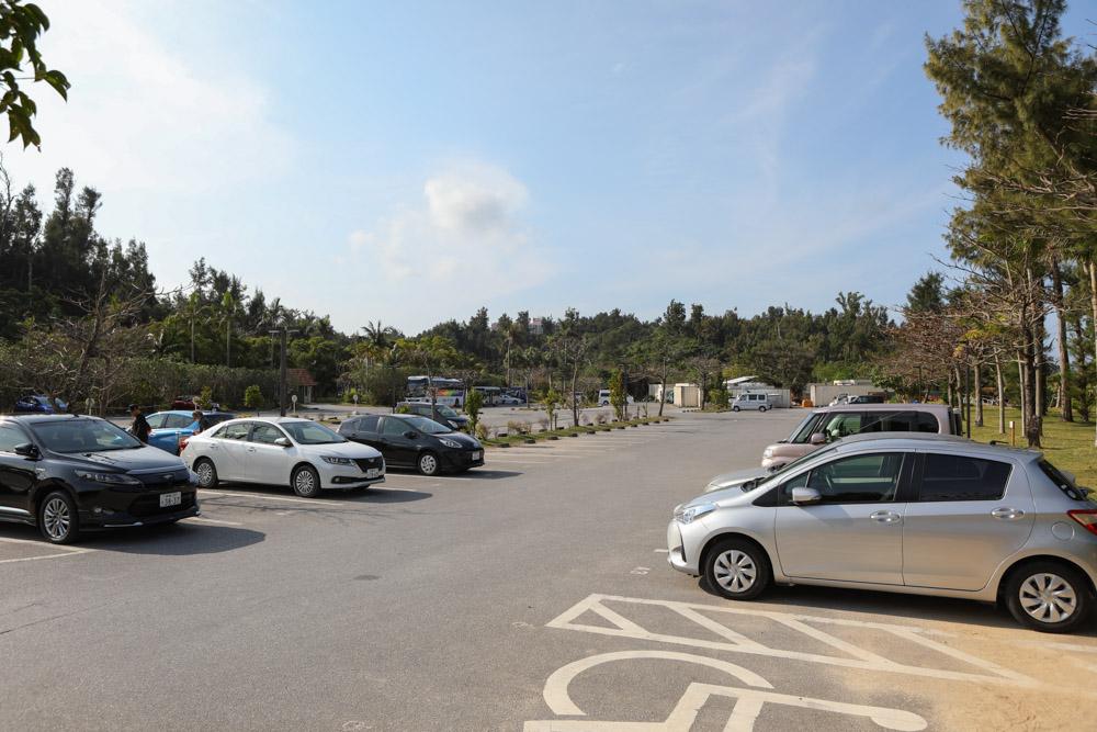 ブセナ海中公園の駐車場