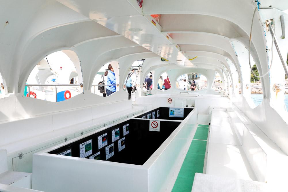 グラスボートの船内