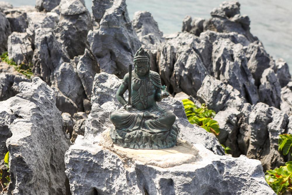 辺戸岬の仏像