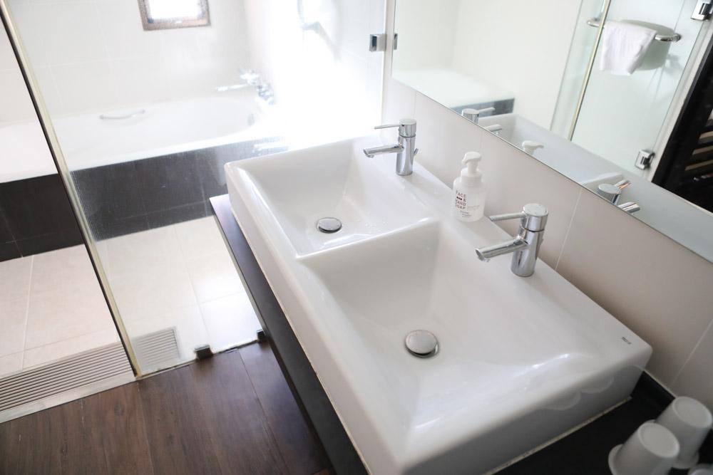 2個の洗面台