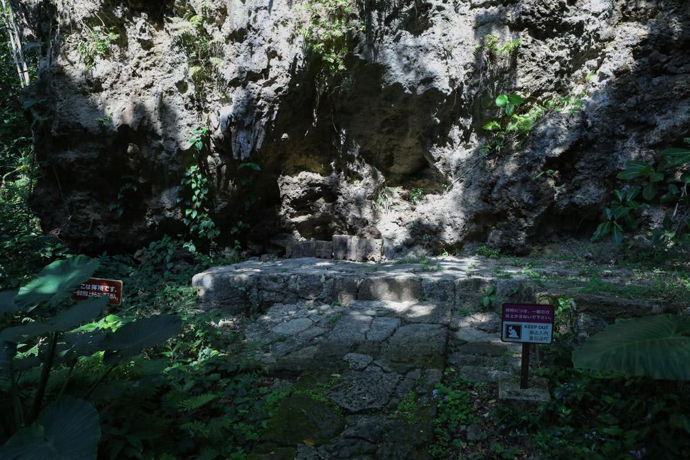 神聖な石畳