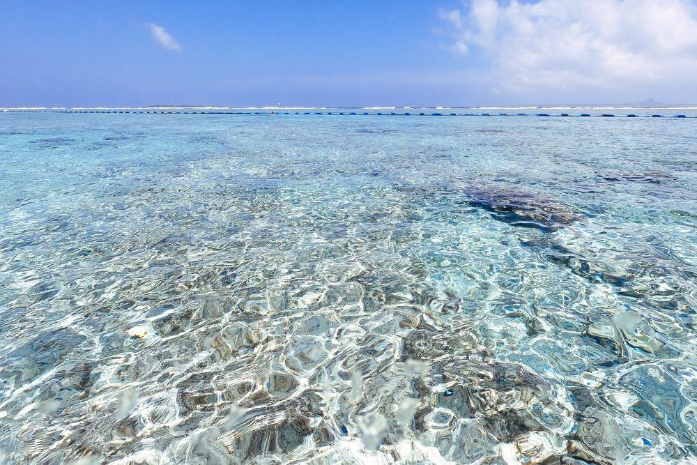 干潮の瀬底島