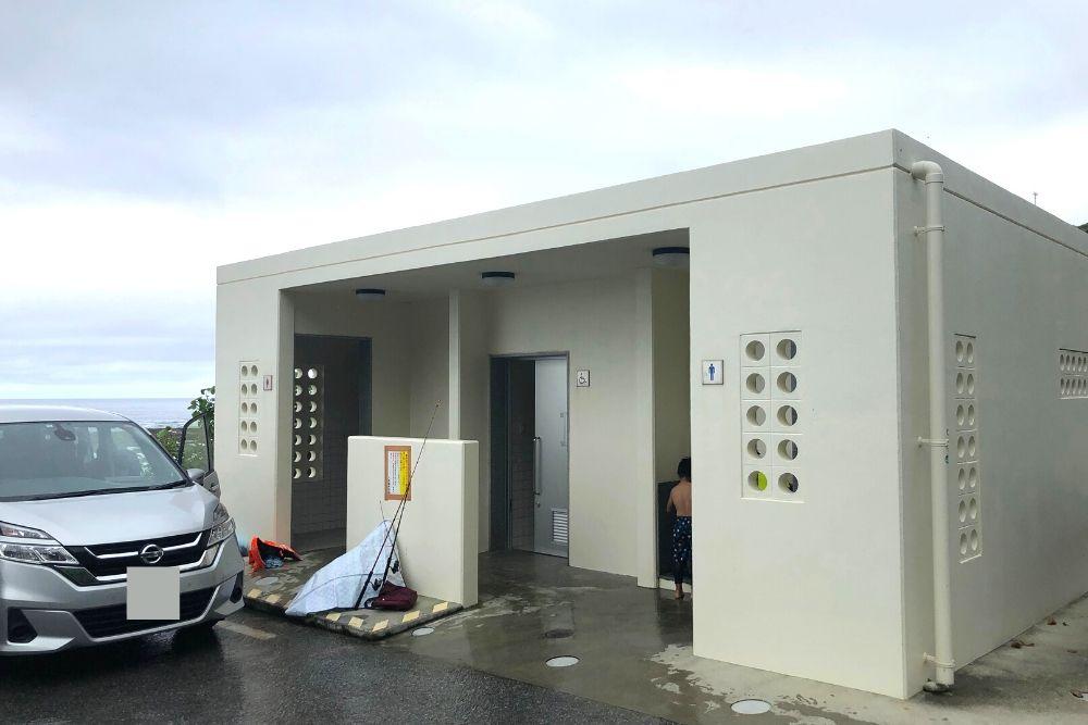 玻名城ビーチのトイレ