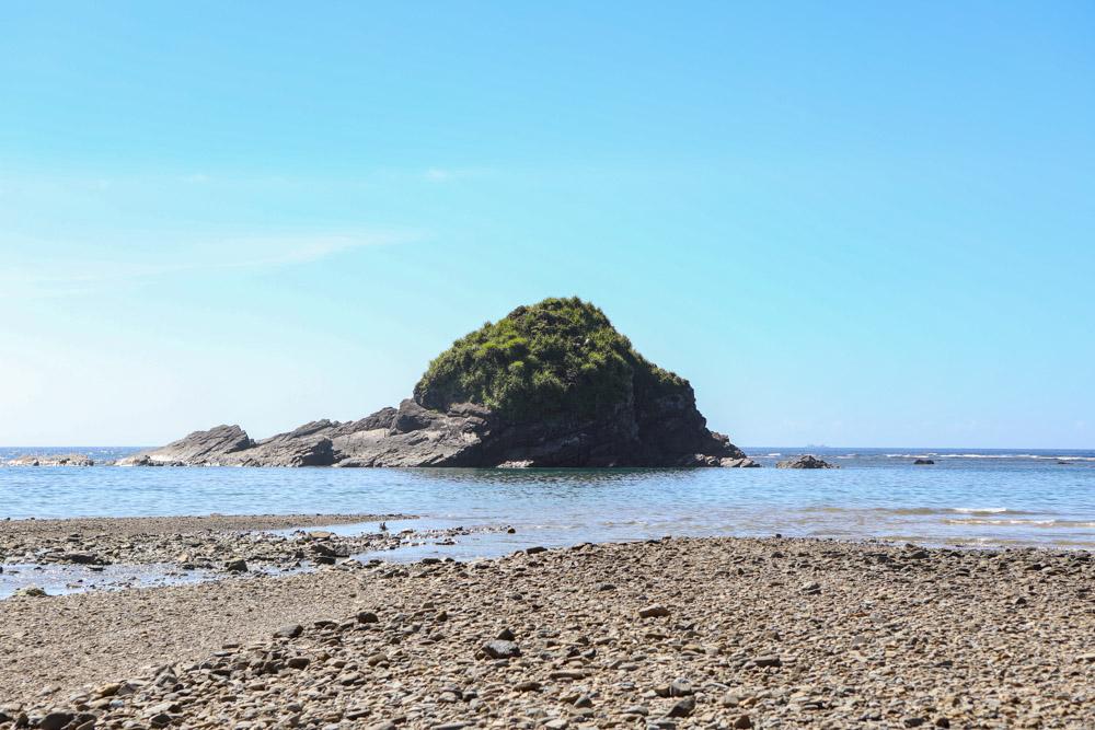 天仁屋ビーチの向こうの島