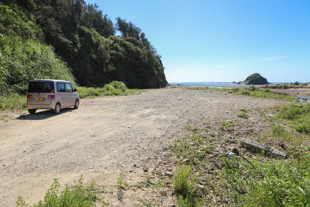 天仁屋ビーチの駐車スペース