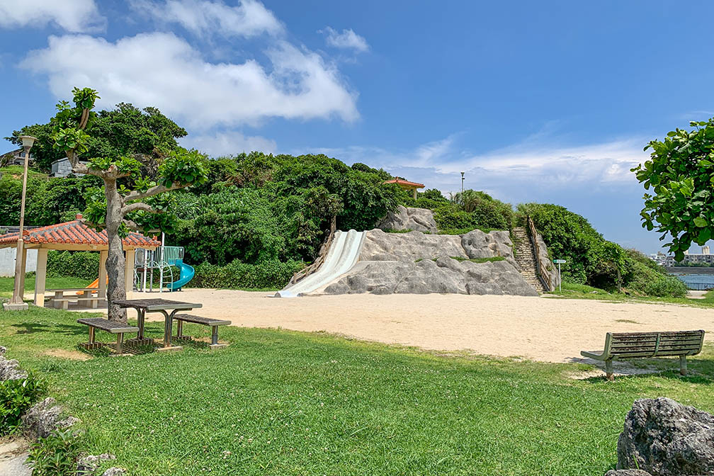 泊城公園の遊具と滑り台