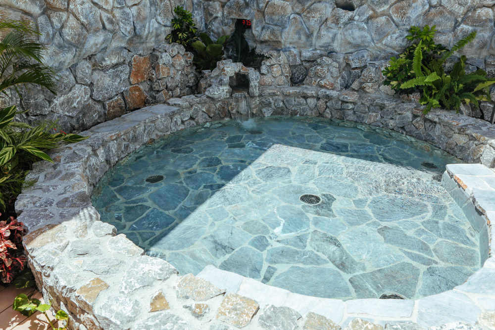 温泉のプール