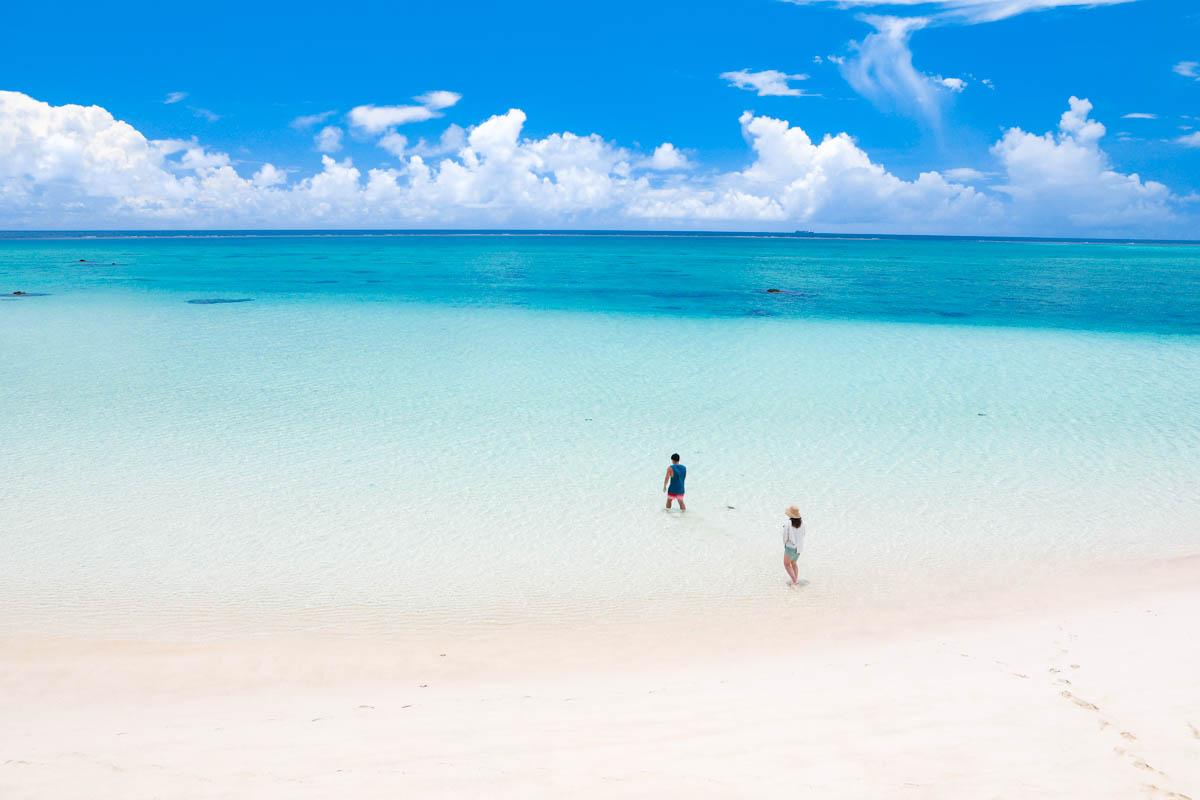 17endの白い砂浜と青い海