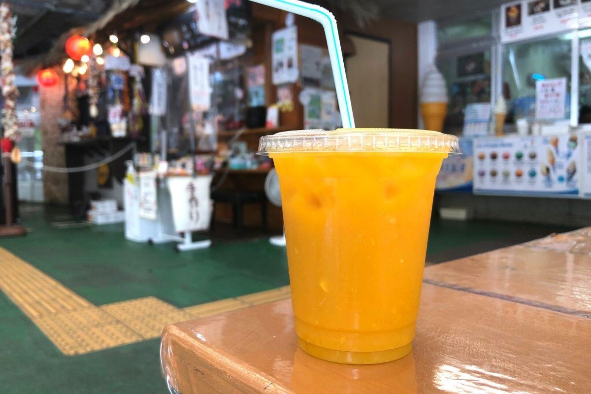 琉氷のマンゴージュース