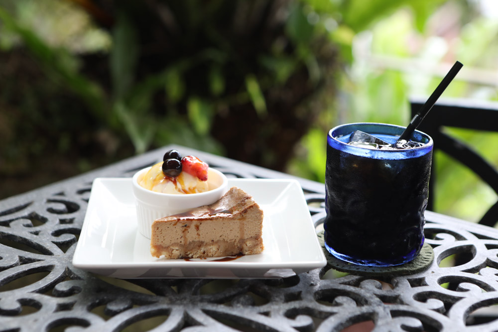 チーズケーキとコーヒーのセット