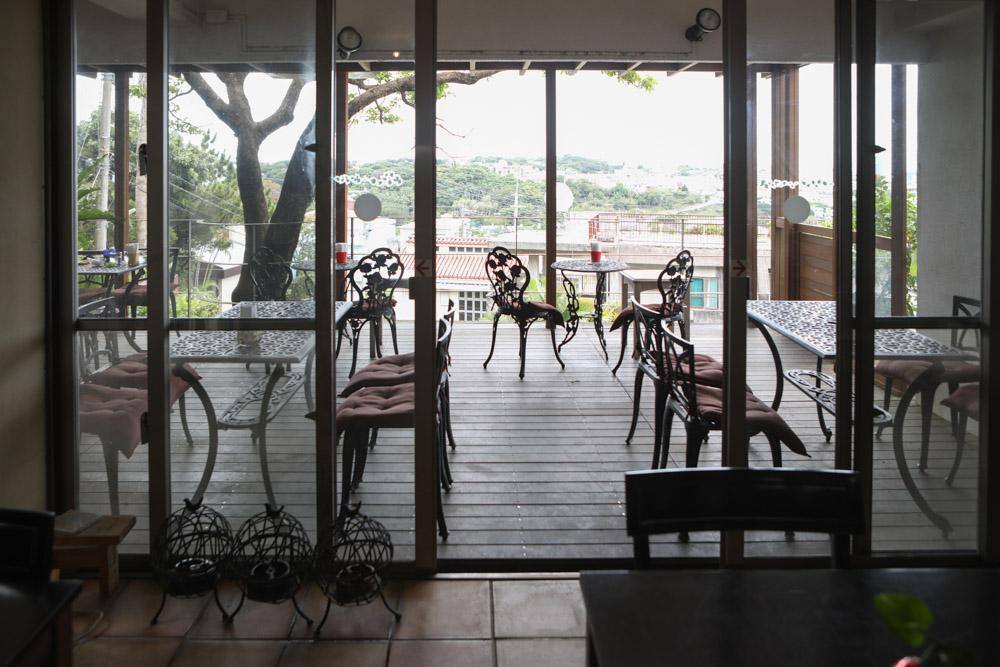 那覇の街が見えるカフェ