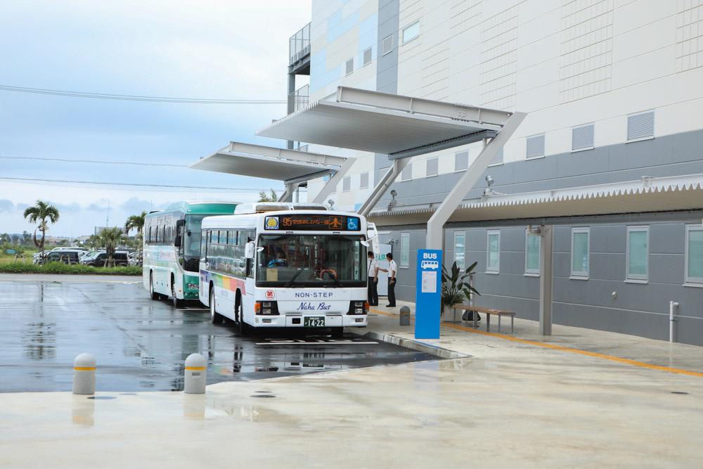 イーアス沖縄豊崎のバス乗り場
