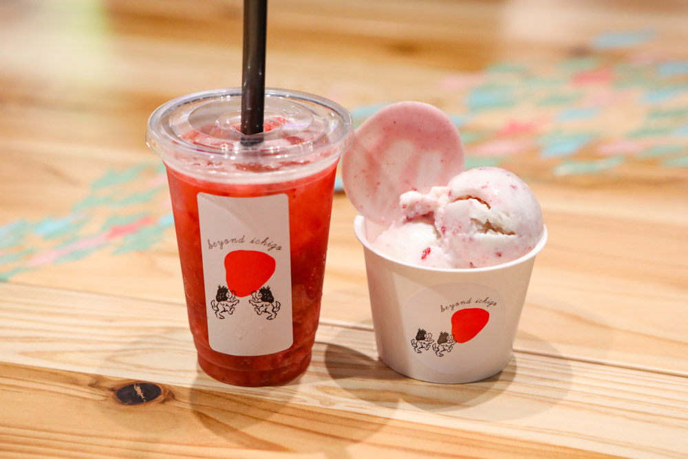 イチゴのアイスとフレッシュジュース