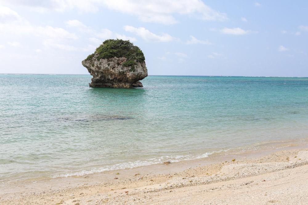 天然の素朴なビーチ