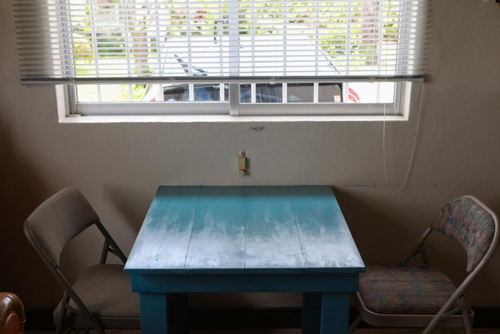 レトロなテーブル席