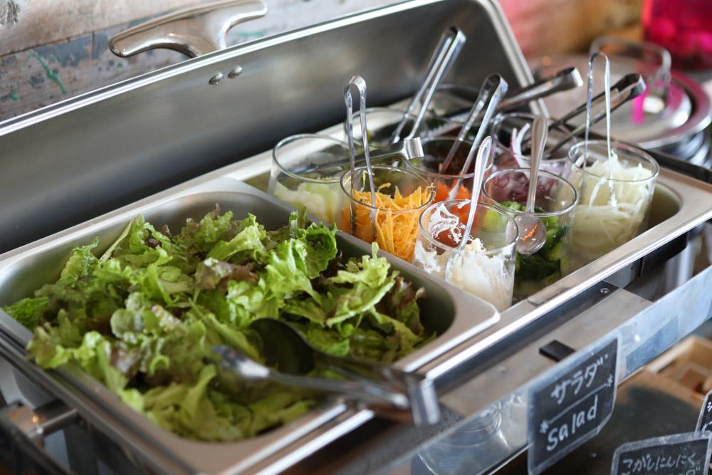 南城市の野菜を使ったサラダ